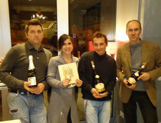 Marina Salada, il suo staff e a destra Lorenzo Palla