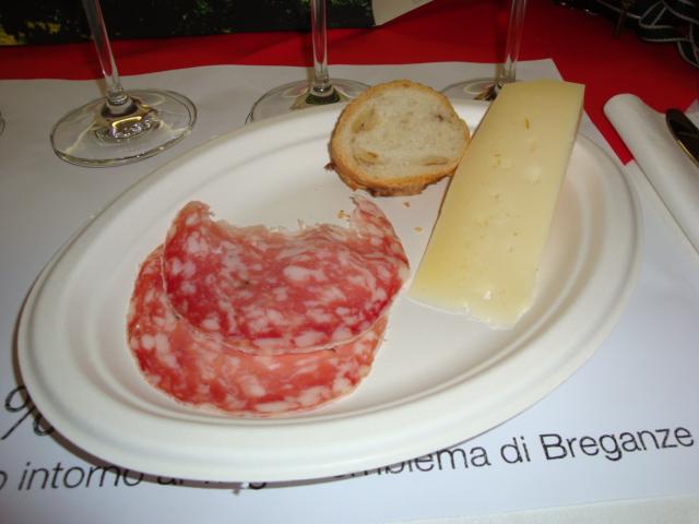 sopressa, formaggio e pane al Torcolato