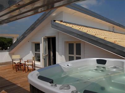 camera con vasca idromassaggio sulla terrazza