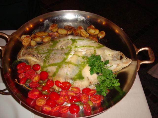 rombo con patate, olive, pomodorini e cappero