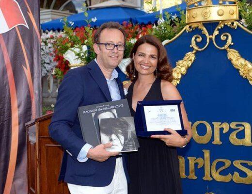 Andrea Padulazzi premia Tosca D'Aquino