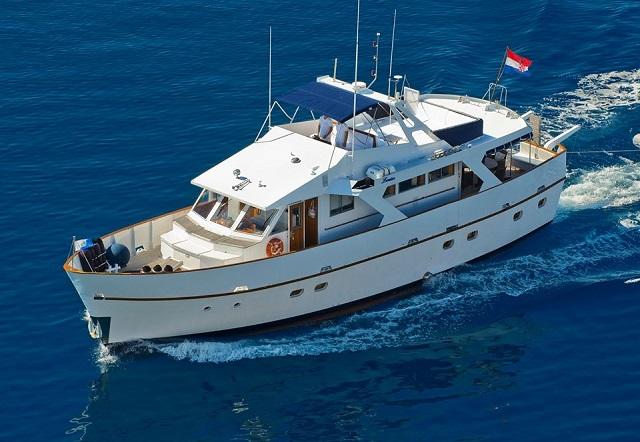 motor yacht Louise