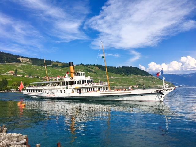 il battello Belle-Epoque Montreux e sullo sfondo i vigneti di Lavaux