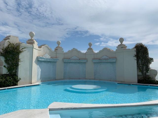la piscina sul rooftop