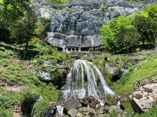 entrata delle Grotte di San Beato - Photo Credits @isabellaradaelli