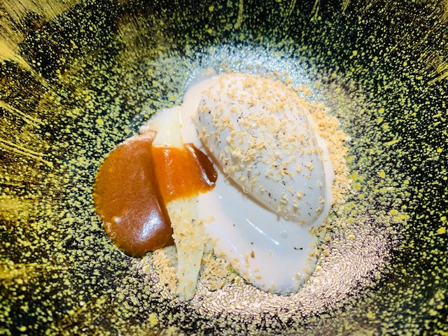asparago bianco, caramello salato, gelato alla banana e fava tonka - Photo Credits @isabellaradaelli