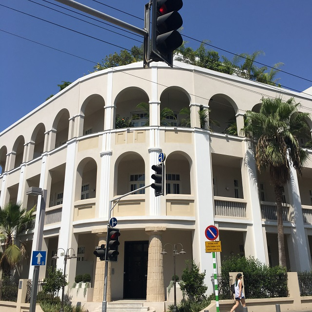 edificio in stile Bauhaus a Tel Aviv - Photo Credits @isabellaradaelli