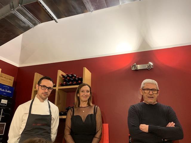 da destra Tano Simonato, la moglie Nadia Zoetti e Stefano Ceriani il suo secondo in cucina -phot credits @isabellaradaelli