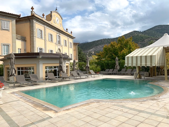 piscina esterna - photo credits @isabellaradaelli