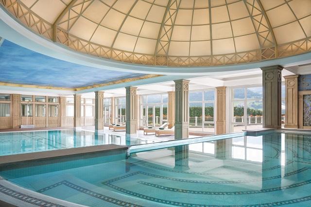 piscina in stile romanico